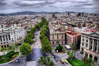 Великолепное здание в Барселоне рядом с Las Ramblas